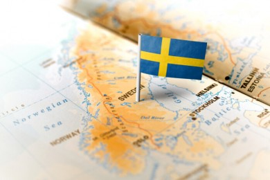 Ruotsin lippu ja karttakuva.